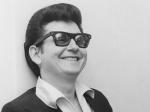 roy-orbison--essential--2up-bw-660abd1c38f8000b8e00e53a02b4a27190fb3287-s300-c85