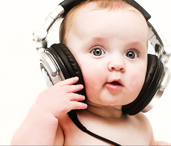 Cute-baby-with-bigg-headphones