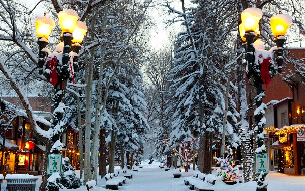 201411-w-americas-best-towns-for-the-holidays-1-aspen-colorado_0