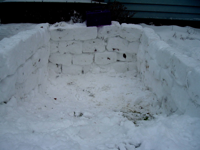 a-look-inside-snow-house-foundation-by-rofltosh