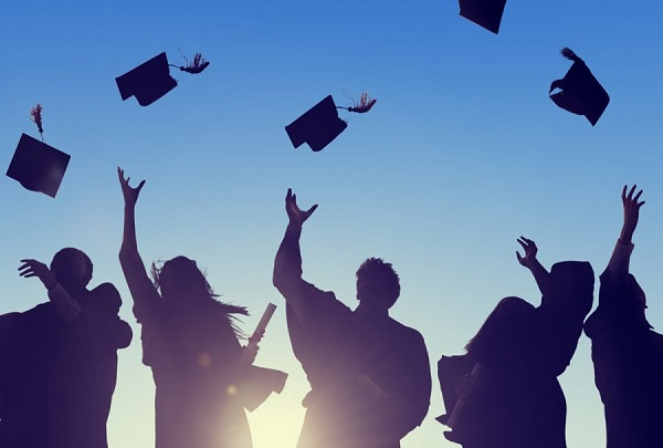 6358976771981085512057249587_college-seniors-900x608