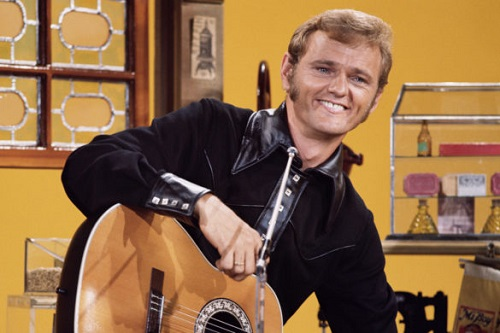 This image has an empty alt attribute; its file name is this-day-jerry-reed-performs-4-classics-the-glen-campbell-show-1982-585x390-1.jpg